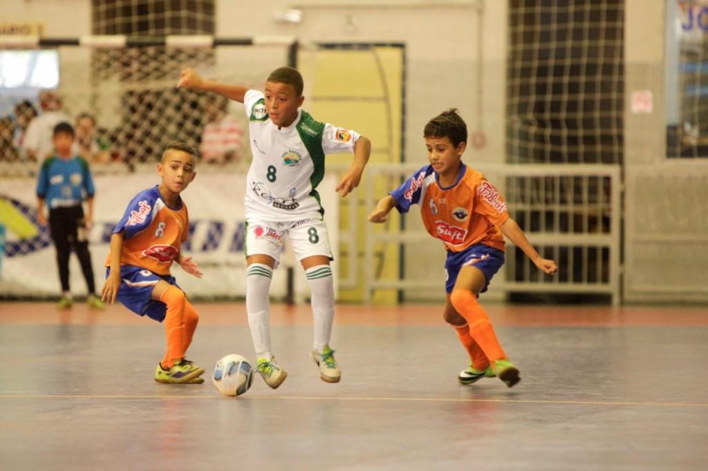 Lucas do SUB 10 em jogada contra a Liga Leste em São Paulo